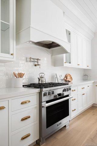 Photo 8: 586 Oliver St in Oak Bay: OB South Oak Bay House for sale : MLS®# 844559
