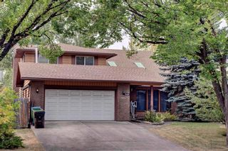 Photo 2: 543 WOODPARK Crescent SW in Calgary: Woodlands House for sale : MLS®# C4136852