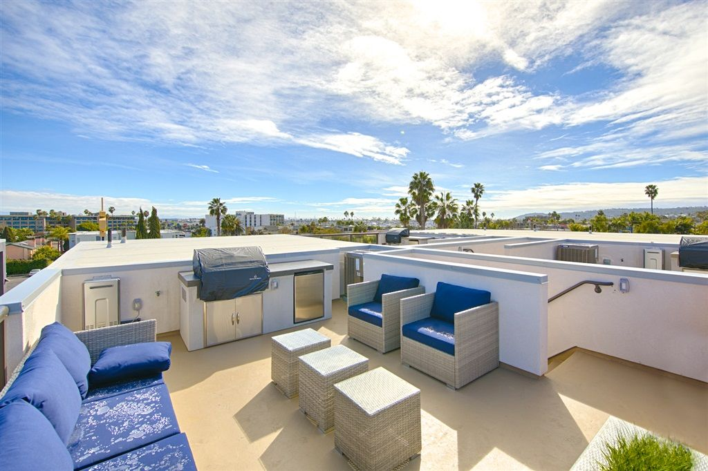 Main Photo: POINT LOMA Townhouse for sale : 2 bedrooms : 3030 Jarvis #8 in San Diego