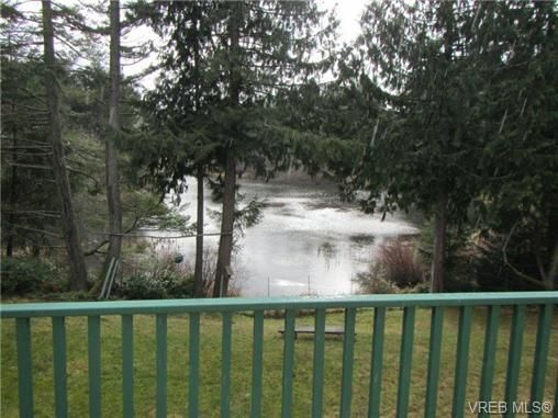 Photo 13: Photos: 725 Martlett Dr in VICTORIA: Hi Western Highlands House for sale (Highlands)  : MLS®# 662045