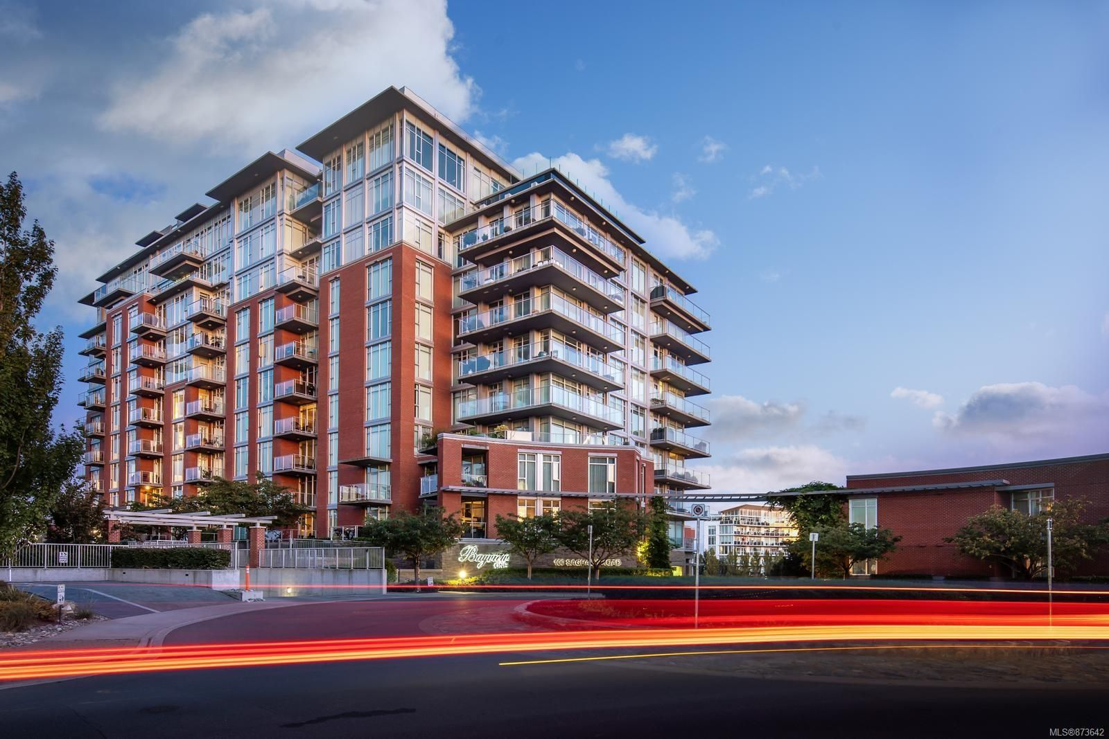 Main Photo: 411 100 Saghalie Rd in : VW Songhees Condo for sale (Victoria West)  : MLS®# 873642