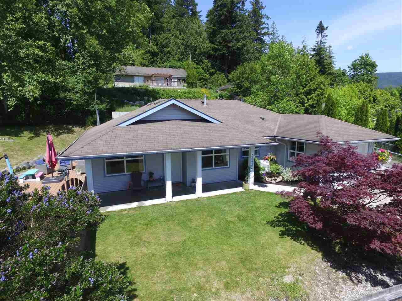 Main Photo: 5943 ST ANDREWS Place in Sechelt: Sechelt District House for sale (Sunshine Coast)  : MLS®# R2459726