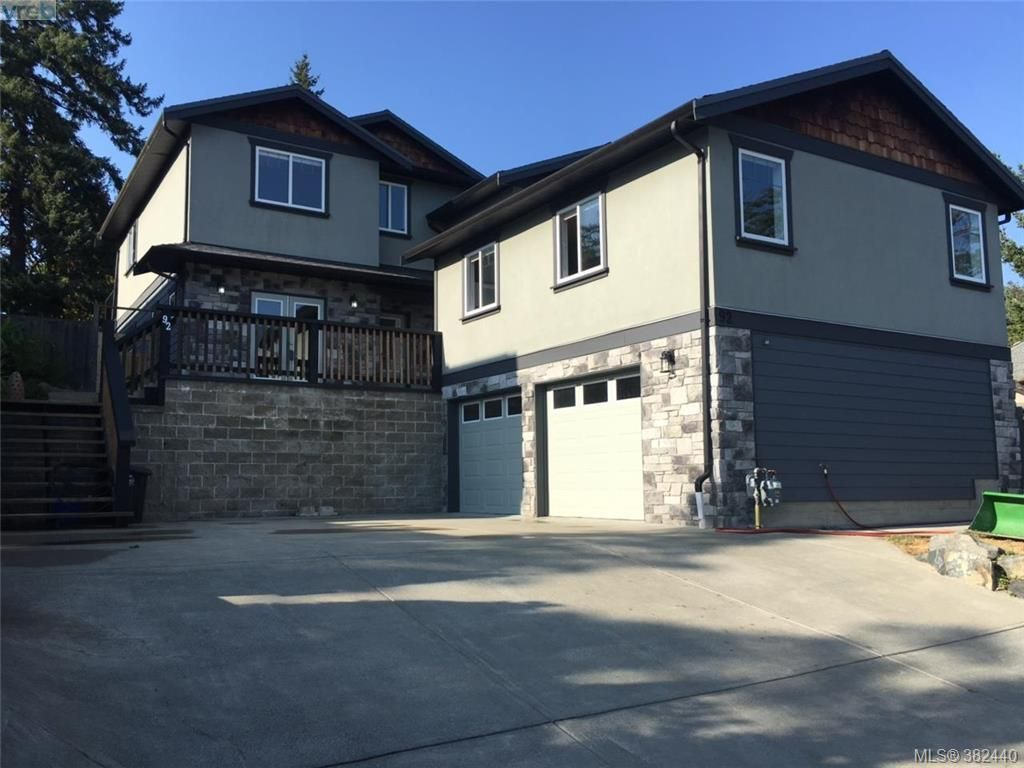 Main Photo: 92 Chilco Ridge Pl in VICTORIA: VR Six Mile House for sale (View Royal)  : MLS®# 768374