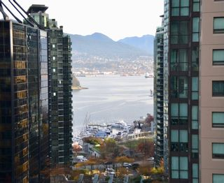 """Photo 3: 1001 717 JERVIS Street in Vancouver: West End VW Condo for sale in """"EMERALD WEST"""" (Vancouver West)  : MLS®# R2420598"""