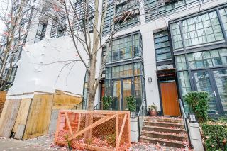 """Photo 2: 1243 SEYMOUR Street in Vancouver: Downtown VW Townhouse for sale in """"elan"""" (Vancouver West)  : MLS®# R2519042"""