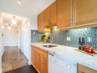 """Photo 15: 401 5926 TISDALL Street in Vancouver: Oakridge VW Condo for sale in """"OAKMONT PLAZA"""" (Vancouver West)  : MLS®# R2374156"""