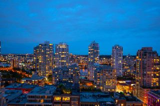 """Photo 3: 1905 1188 RICHARDS Street in Vancouver: Yaletown Condo for sale in """"PARK PLAZA"""" (Vancouver West)  : MLS®# R2508576"""