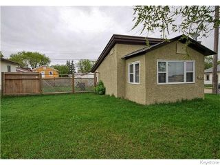 Photo 1: 1925 Notre Dame Avenue in Winnipeg: Brooklands / Weston Residential for sale (West Winnipeg)  : MLS®# 1612283