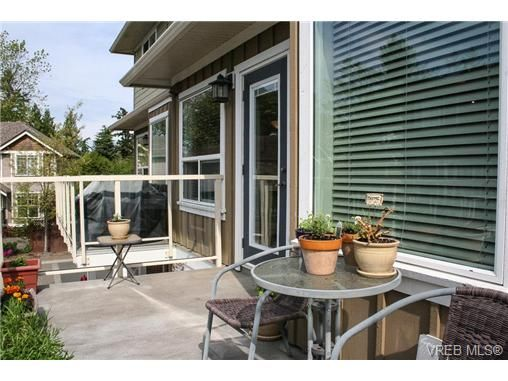 Photo 12: Photos: 560 Heatherdale Lane in VICTORIA: SW Royal Oak Row/Townhouse for sale (Saanich West)  : MLS®# 728837
