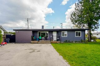 Photo 1: 6038 175B Street in Surrey: Cloverdale BC House for sale (Cloverdale)  : MLS®# R2575988