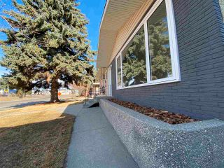 Photo 2: 13623 137 Street in Edmonton: Zone 01 House for sale : MLS®# E4238230