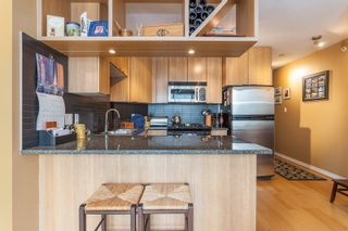 """Photo 4: 1604 1010 RICHARDS Street in Vancouver: Yaletown Condo for sale in """"The Gallery"""" (Vancouver West)  : MLS®# R2204438"""