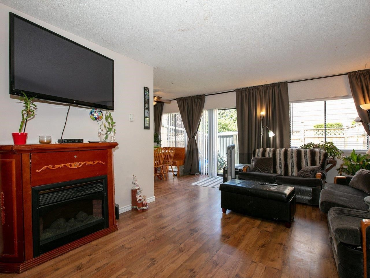 """Photo 2: Photos: 21 10585 153 Street in Surrey: Guildford Townhouse for sale in """"Guildford Mews"""" (North Surrey)  : MLS®# R2593242"""