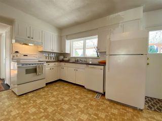 Photo 4: 3369 NANAIMO Street in Vancouver: Grandview Woodland House for sale (Vancouver East)  : MLS®# R2570144