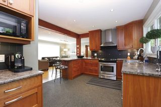 Photo 9: 958 DEVON Road in North Vancouver: Forest Hills NV House for sale : MLS®# R2205971
