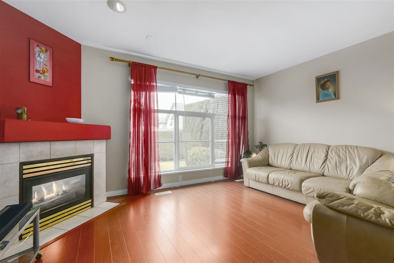 """Photo 4: Photos: 61 758 RIVERSIDE Drive in Port Coquitlam: Riverwood Townhouse for sale in """"RIVERLANE ESTATES"""" : MLS®# R2444396"""
