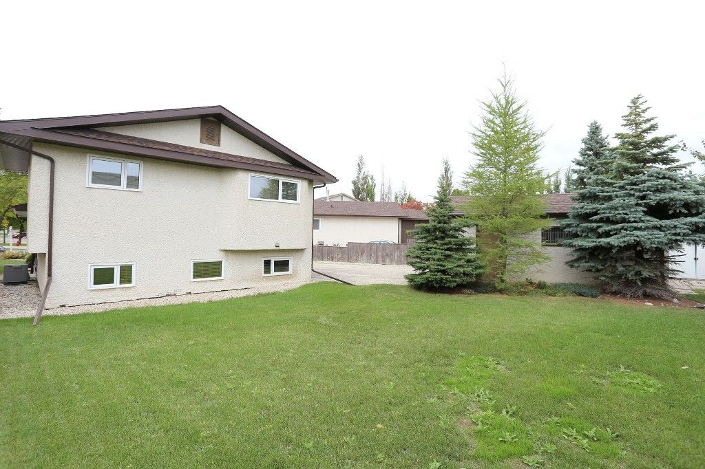 Photo 2: Photos: 68 Timberwood Trail in Winnipeg: Riverbend Single Family Detached for sale (4E)  : MLS®# 1725471