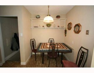 Photo 4: 307 40 Street SW in CALGARY: Wildwood Residential Detached Single Family for sale (Calgary)  : MLS®# C3377030