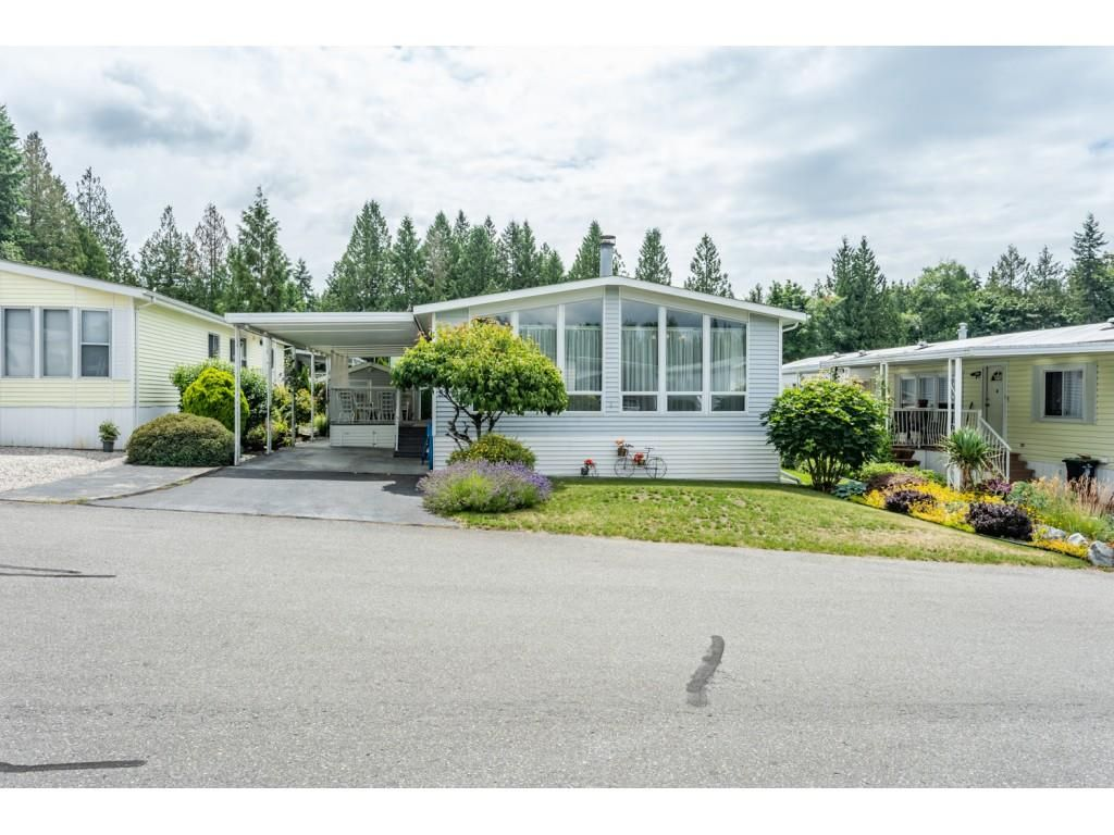 "Main Photo: 53 2315 198 Street in Langley: Brookswood Langley Manufactured Home for sale in ""Deer Creek Estates"" : MLS®# R2393339"