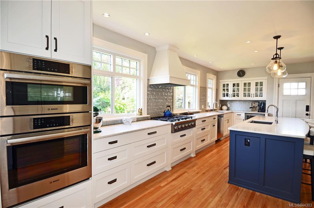 Photo 2: Photos: 2420 Nottingham Rd in Oak Bay: OB Estevan House for sale : MLS®# 844303