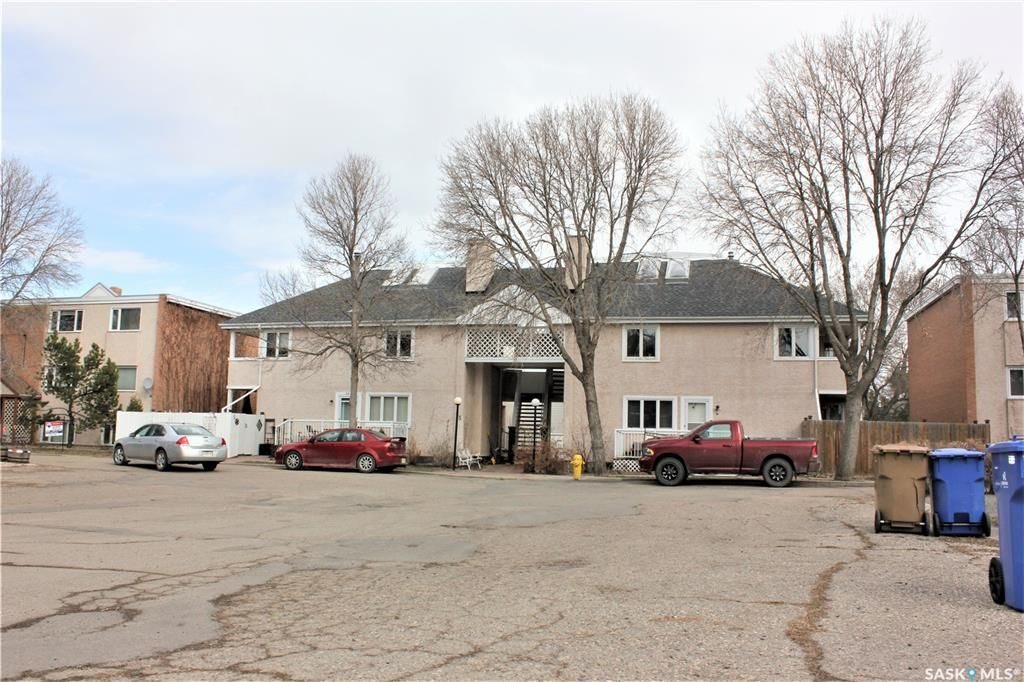 Main Photo: 5 - B Neill Place in Regina: Douglas Place Residential for sale : MLS®# SK844288