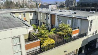"Photo 1: 306 629 W 7TH Avenue in Vancouver: Fairview VW Condo for sale in ""The Courtyards"" (Vancouver West)  : MLS®# R2557856"