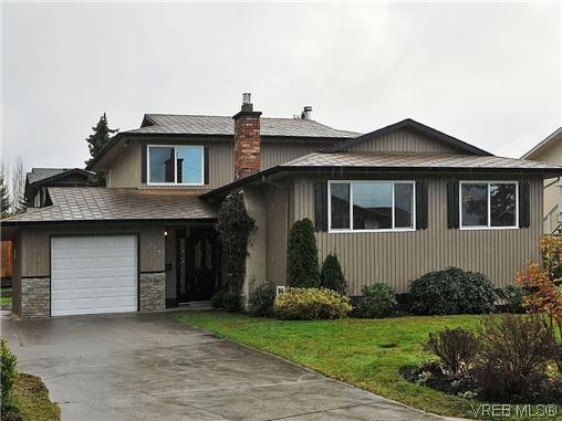 Main Photo: 817 Kildonan Rd in Victoria: SE High Quadra House for sale (Saanich East)  : MLS®# 317920