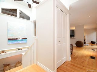 Photo 9: 961 Sunnywood Crt in VICTORIA: SE Broadmead House for sale (Saanich East)  : MLS®# 741760