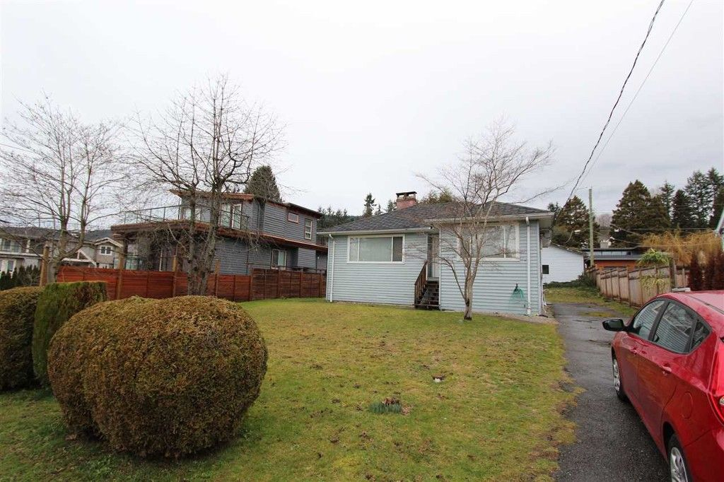 Main Photo: 1085 Kings Ave in West Vancouver: Ambleside House for sale : MLS®# R2033802
