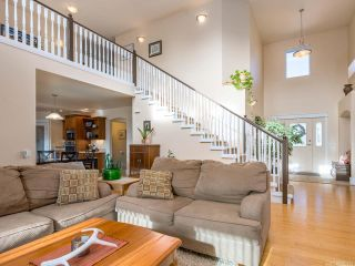 Photo 4: 2572 Carstairs Dr in COURTENAY: CV Courtenay East House for sale (Comox Valley)  : MLS®# 807384