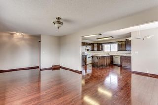 Photo 2: 2510 26 Street SE in Calgary: Southview Detached for sale : MLS®# A1105105