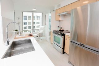 """Photo 10: 2505 1200 W GEORGIA Street in Vancouver: West End VW Condo for sale in """"Residence on Georgia"""" (Vancouver West)  : MLS®# R2613256"""