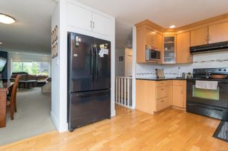 Photo 11: 2689 Myra Pl in : VR Six Mile House for sale (View Royal)  : MLS®# 879093
