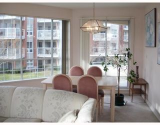 "Photo 4: 220 1150 QUAYSIDE Drive in New Westminster: Quay Condo for sale in ""WESTPORT"" : MLS®# V802014"