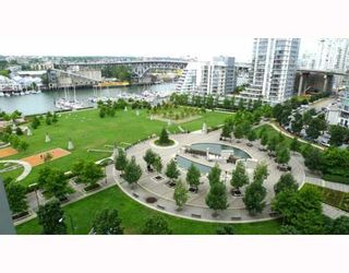 """Photo 1: 1205 455 BEACH Crescent in Vancouver: False Creek North Condo for sale in """"PARK WEST ONE"""" (Vancouver West)  : MLS®# V773945"""
