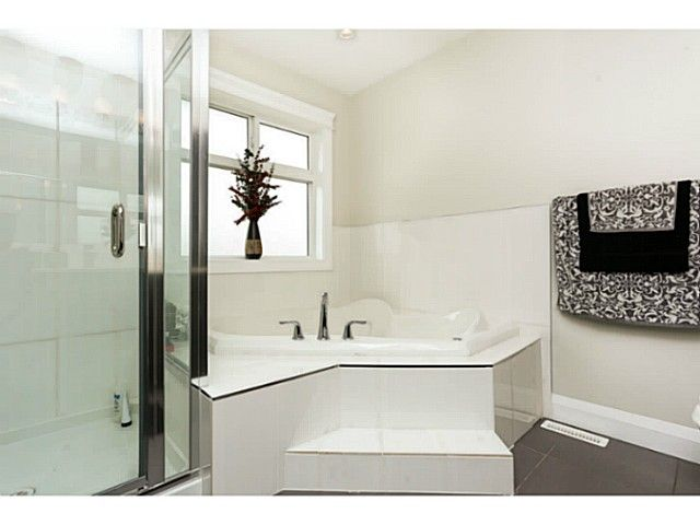 """Photo 7: Photos: 17387 3RD Avenue in Surrey: Pacific Douglas House for sale in """"Summerfield"""" (South Surrey White Rock)  : MLS®# F1314254"""