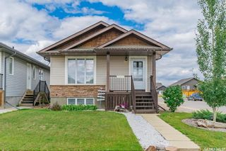 Photo 1: 863 Glenview Cove in Martensville: Residential for sale : MLS®# SK867982