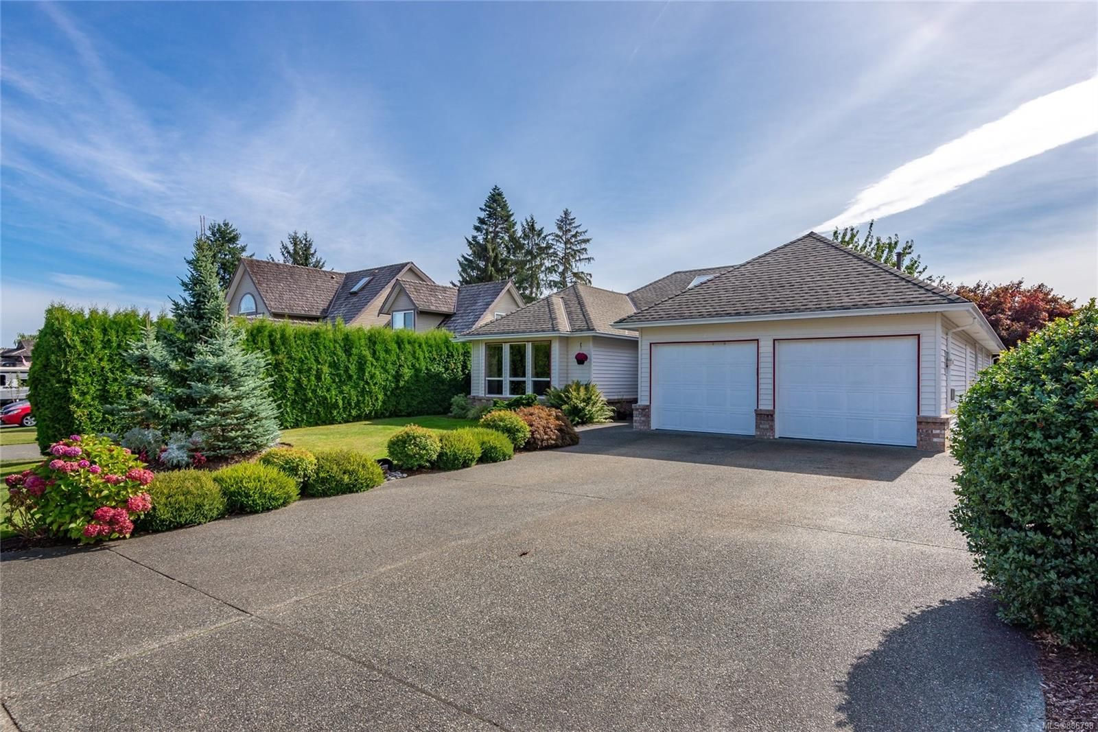 Main Photo: 631 Cambridge Dr in Campbell River: CR Willow Point House for sale : MLS®# 886798