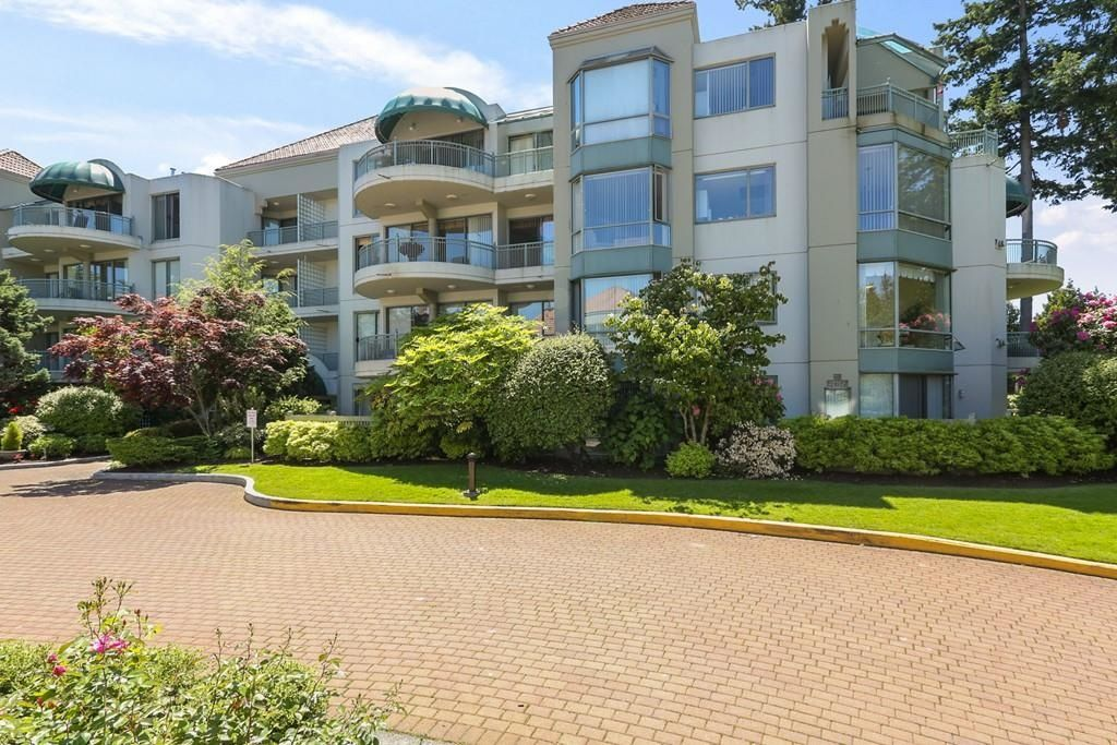 """Main Photo: 407 1725 MARTIN Drive in Surrey: Sunnyside Park Surrey Condo for sale in """"Southwynd"""" (South Surrey White Rock)  : MLS®# R2600637"""