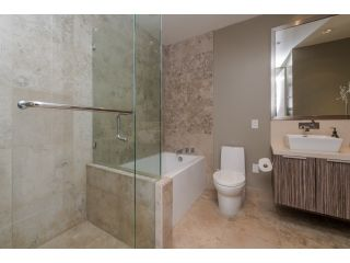 Photo 9: 413 77 WALTER HARDWICK AVENUE in Vancouver West: Home for sale : MLS®# R2014359