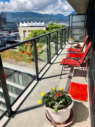 """Photo 9: 1406 108 W CORDOVA Street in Vancouver: Downtown VW Condo for sale in """"WOODWARDS W-32"""" (Vancouver West)  : MLS®# R2578411"""
