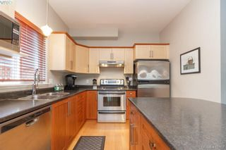 Photo 15: 23 Newstead Cres in VICTORIA: VR Hospital House for sale (View Royal)  : MLS®# 814303