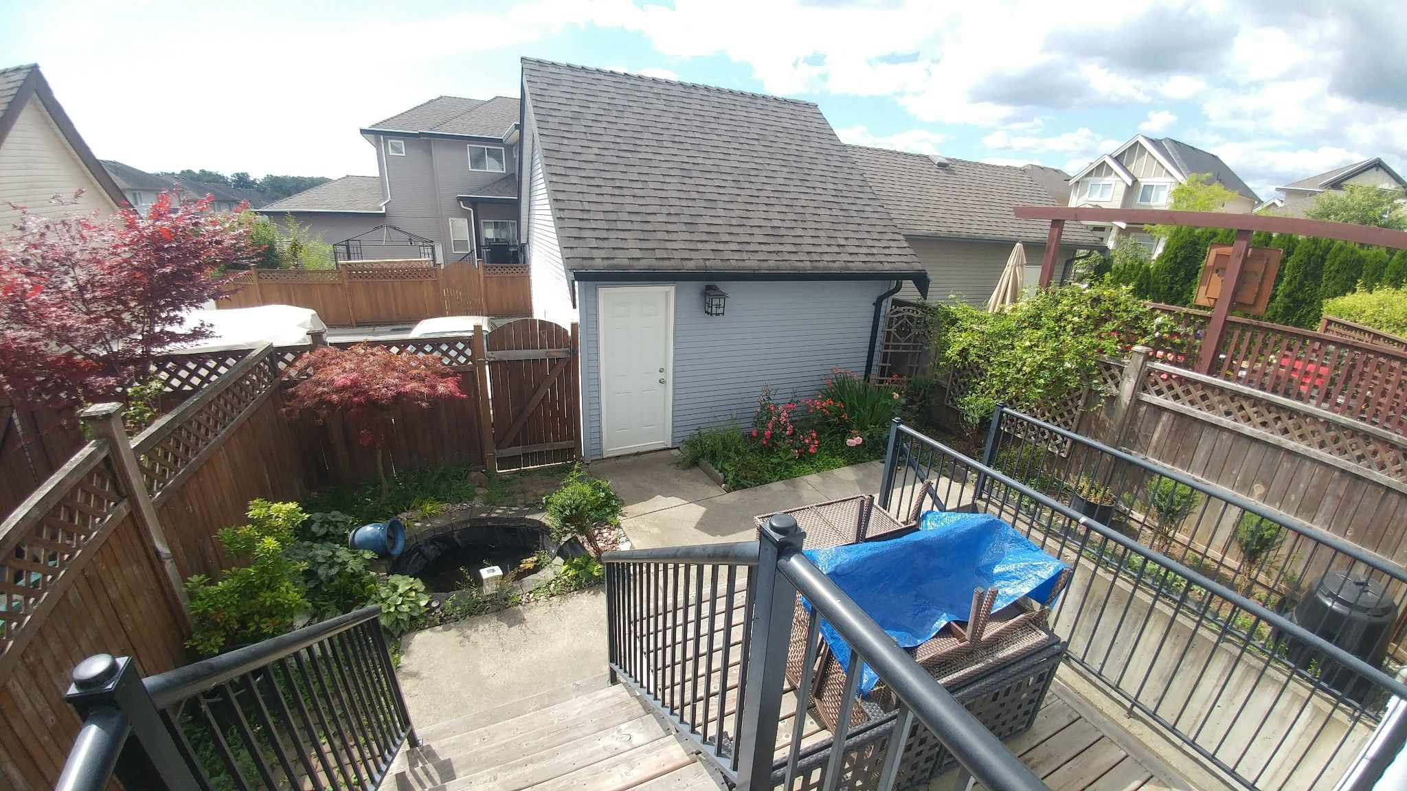 Photo 5: Photos: Upper 7137 190th St. in Surrey: Condo for rent