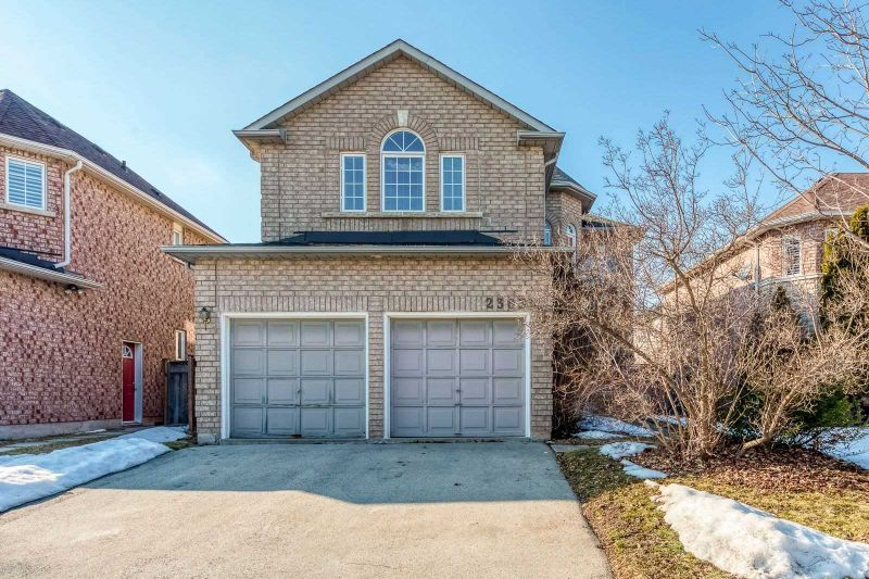 FEATURED LISTING: 2363 East Gate Crescent Oakville