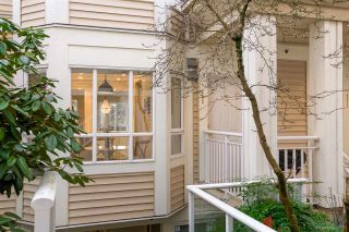 "Photo 2: 222 2545 W BROADWAY in Vancouver: Kitsilano Townhouse for sale in ""Trafalgar Mews"" (Vancouver West)  : MLS®# R2430335"