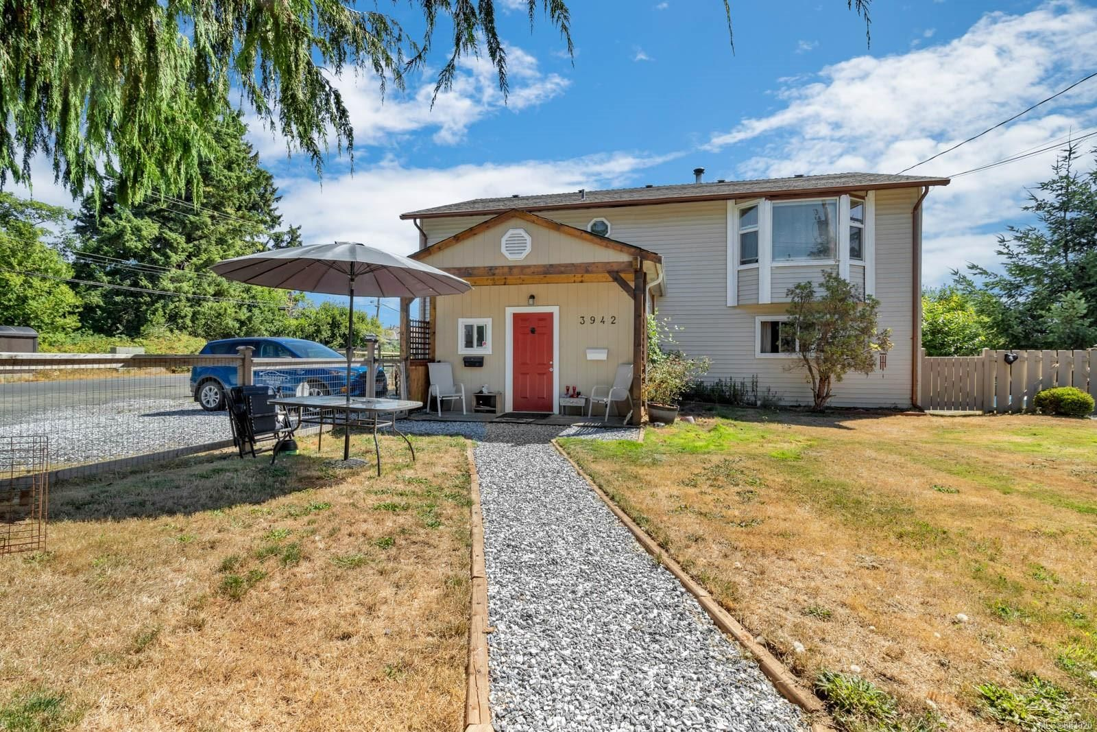 Main Photo: 3942 Dillman Rd in : CR Campbell River South House for sale (Campbell River)  : MLS®# 883020