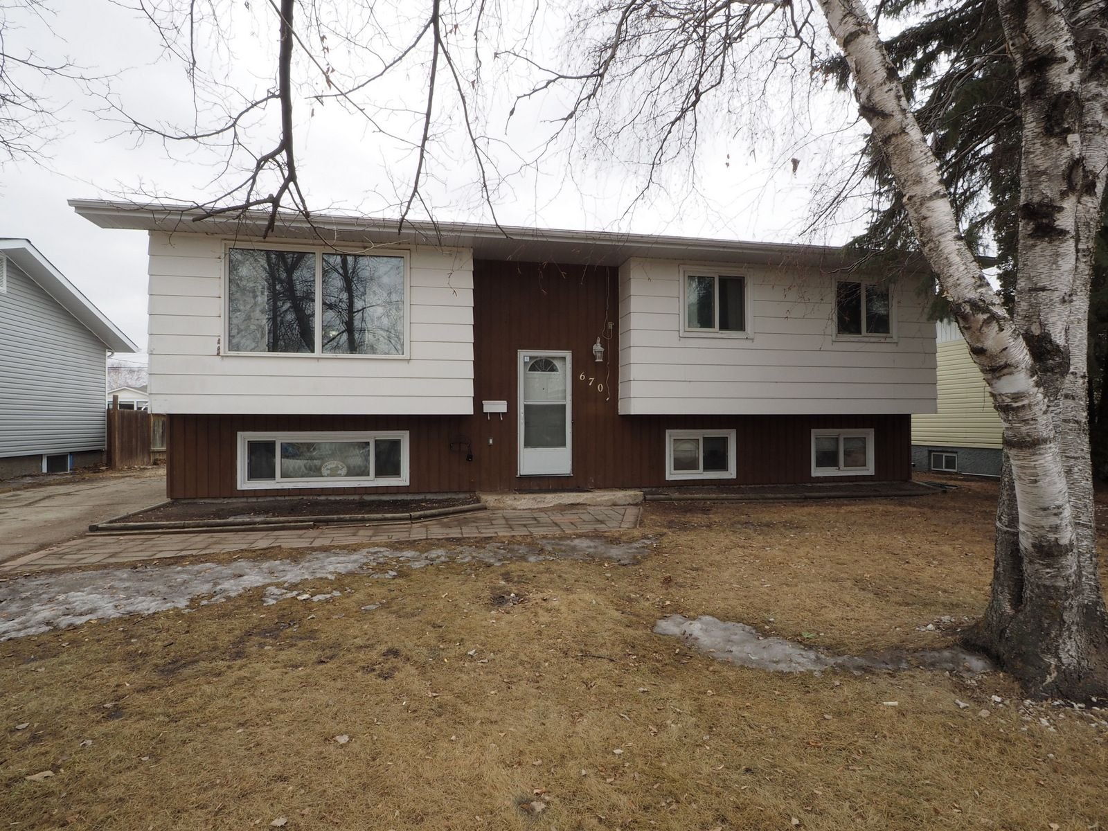 Main Photo: 670 8th Street NW in Portage la Prairie: House for sale : MLS®# 202105720