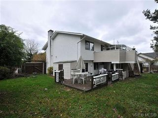 Photo 19: 240 Burnett Rd in VICTORIA: VR Six Mile House for sale (View Royal)  : MLS®# 626557