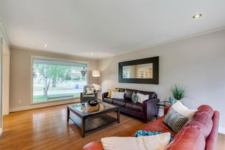 Photo 5: 832 Willingdon Boulevard SE in Calgary: Willow Park Detached for sale : MLS®# A1118777