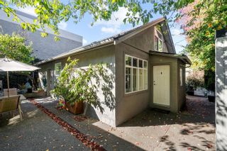 Photo 2: 3108 Steele St in : Vi Burnside House for sale (Victoria)  : MLS®# 858265